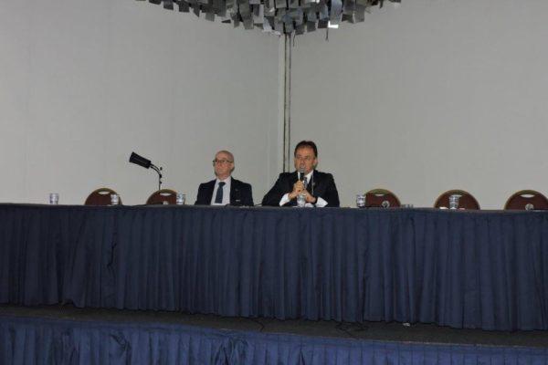 Dr.Níveo fala durante a Abertura do 12º Congresso do DESC ao lado do Dr. Osvaldo Saldanha diretor geral do DESC