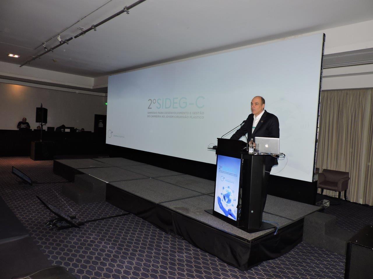 Dr. Denis Calazans